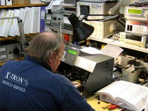Service af elektroniske instrumenter